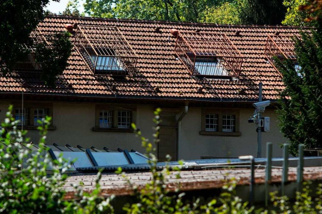 Gitter, Zäune, Kameras: Die Klinik für...ische Psychiatrie auf dem ZfP-Gelände.  | Foto: Patrik Müller