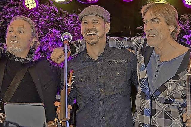 Das Peter Oehler Trio und weitere Musiker spielen in der Offenburger Innenstadt