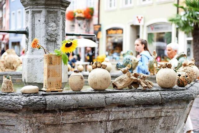 Skulpturen, Schalen und Schmuck erobern Freiburgs Altstadt