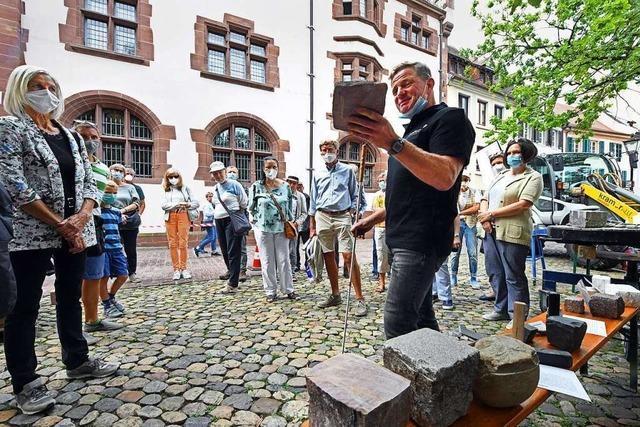Wie in Freiburg Steine geklopft werden