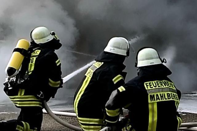 Mehrere Autos brannten in einer Garage in Mahlberg