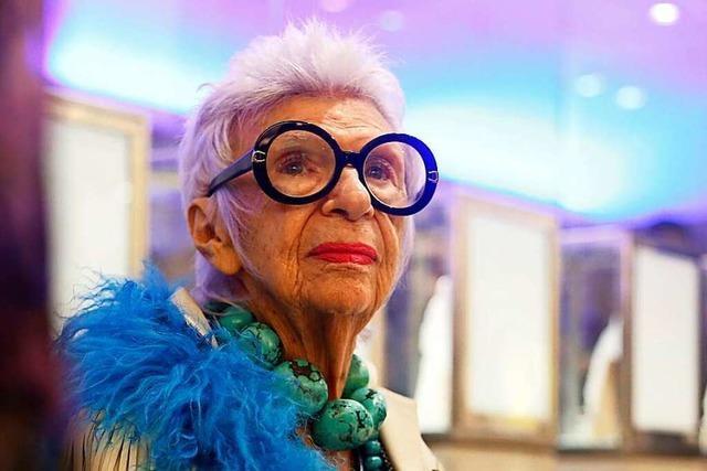 Die Modeikone Iris Apfel feiert ihren 100. Geburtstag