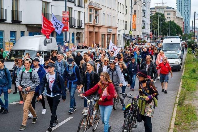 Großeinsatz für Polizei bei Demos gegen Corona-Politik in Berlin