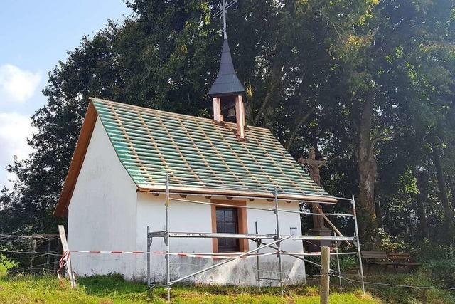 Ein Blitz zerstört das Dach der Kapelle auf dem Hugenhof in Schuttertal