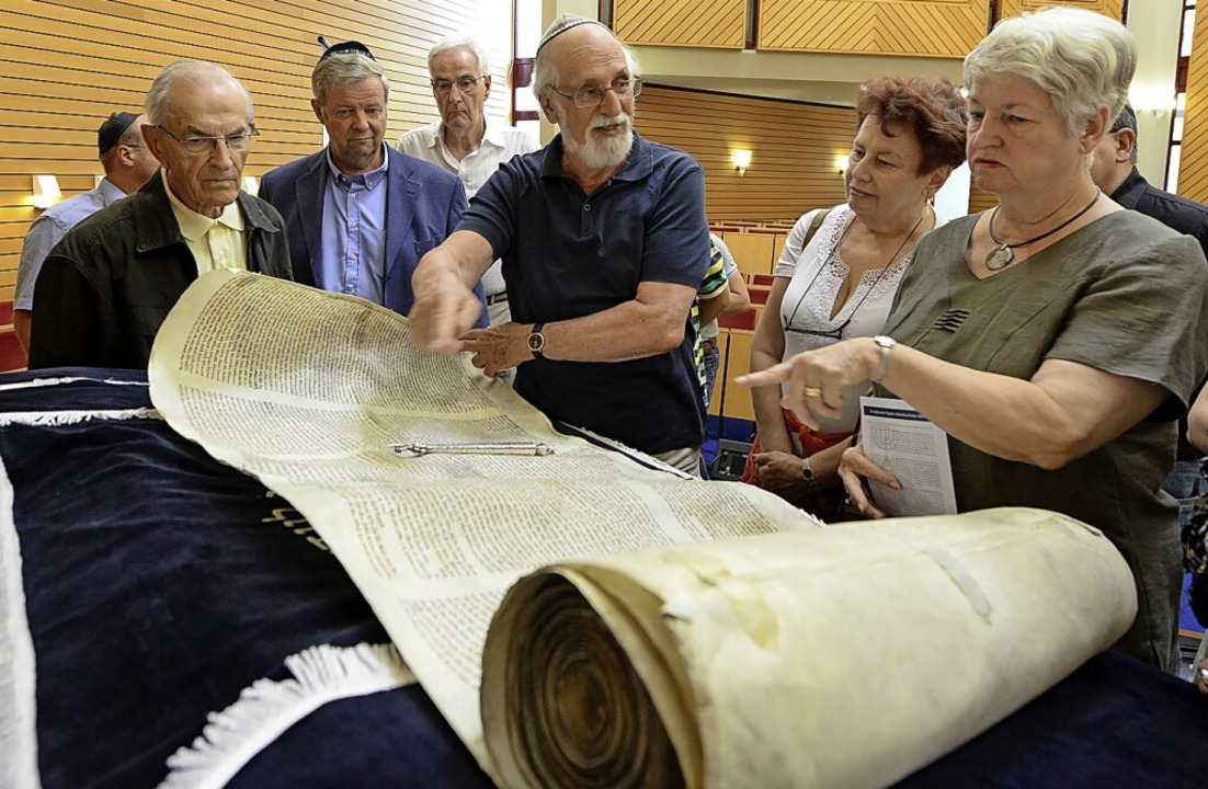 Bereits in früheren Jahren gab es am E...ur Führungen durch die Neue Synagoge.   | Foto: Rita Eggstein