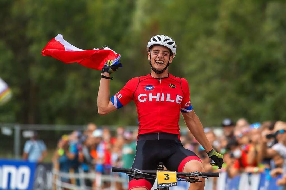 Triumphaler Ritt über die Ziellinie: M...ia auf Rang 16, ist U23-Weltmeister.      Foto: Armin M. Küstenbrück