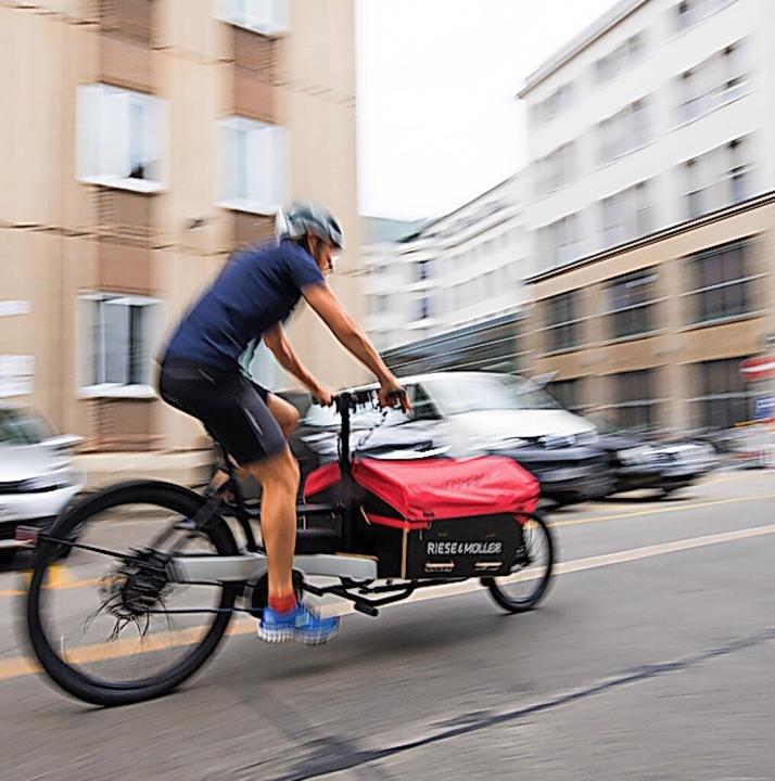 Ein Lastenrad kann vor allem in der Stadt das Auto verzichtbar machen.  | Foto: Inga Kjer