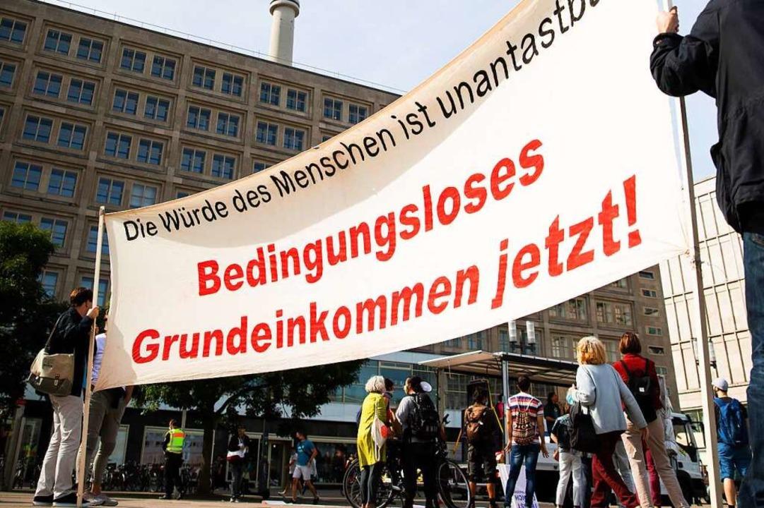 Das bedingungslose Grundeinkommen bewegt viele Menschen.  | Foto: Christoph Soeder
