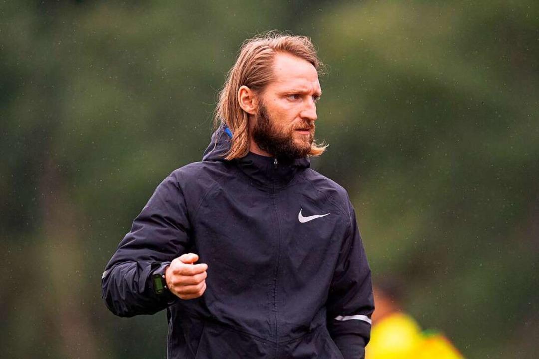 Fünf von elf in seinem Team sind noch ...   Neustadts Trainer Florian Heitzmann  | Foto: Wolfgang Scheu