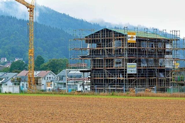 Ebneter Neubaugebiet überragt die Bestandsgebäude deutlich