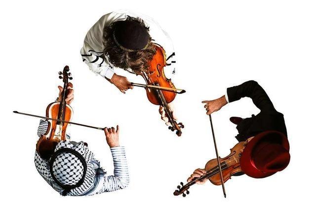 Das Floß eröffnet wieder: 16 Konzerte auf der Bühne im Rhein