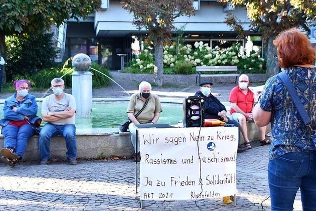 30 Menschen demonstrieren in Rheinfelden für Frieden