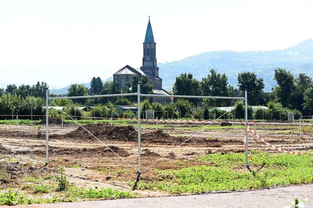 Die neue Fläche direkt im Anschluss an...ht man die St. Georgener Georgskirche.  | Foto: Rita Eggstein