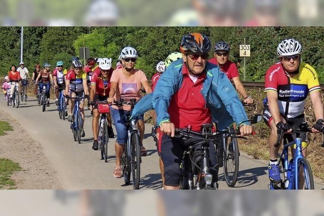 Radfahrer gehen auf Kilometerjagd