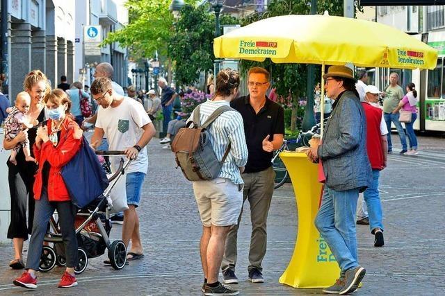 In Freiburgs Innenstadt gehen die Parteien auf Tuchfühlung mit dem Wahlvolk