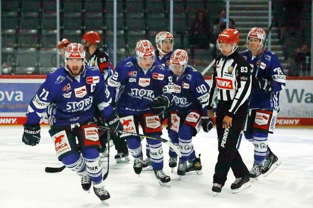 Die Wild Wings waren nach dem Führungs...sburger Panther früh in Feierlaune.     | Foto: Joachim Hahne