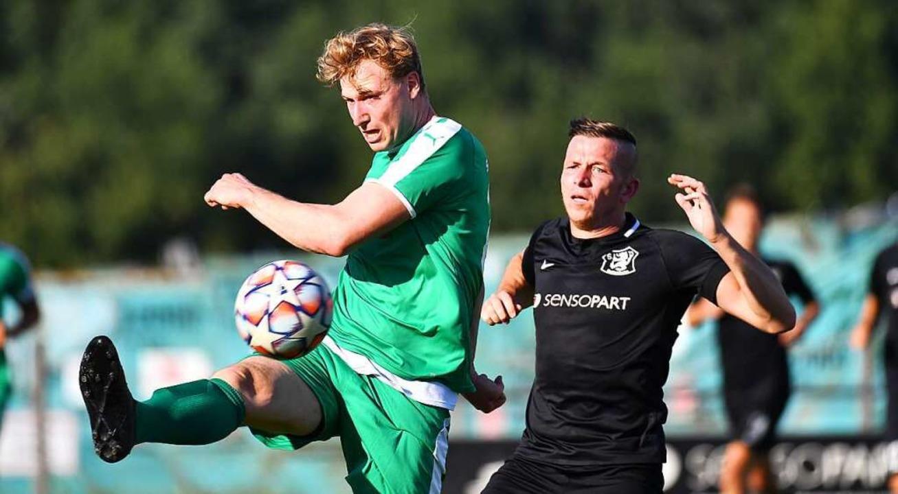 In dieser Situation kann Carsten Braun...de unterlag seine Mannschaft mit 0:2.     Foto: Achim Keller