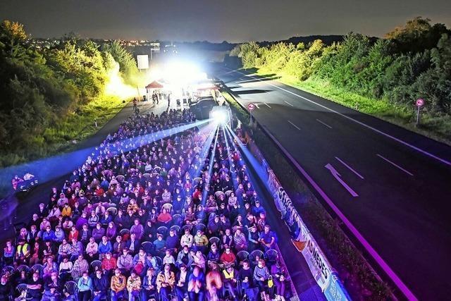 Freiluft-Kino auf der Autobahn