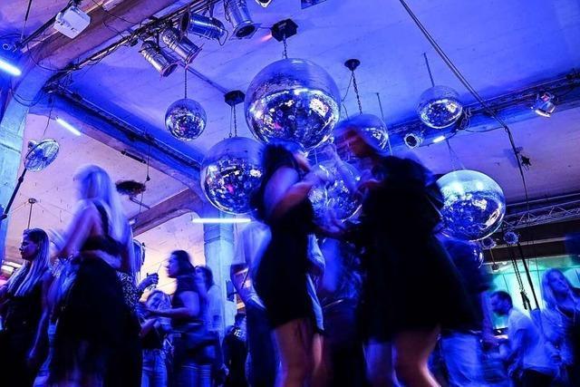 Maskenlos im Takt: Clubs öffnen die Tanzflächen