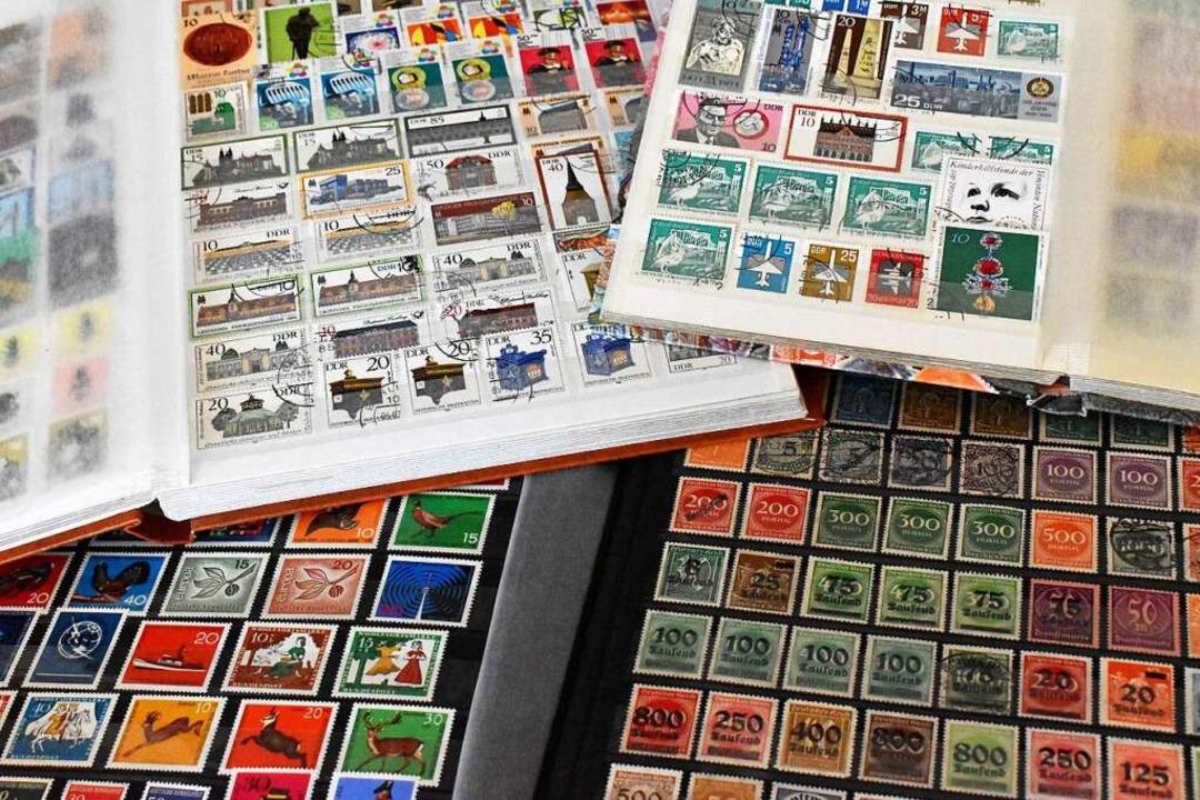Seit 100 Jahren sammeln die Briefmarkenfreunde Lörrach leidenschaftlich    Foto: Thomas Loisl Mink