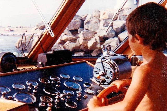 Der junge Andreas Heck am Ruder von Gerhard Tackes Boot