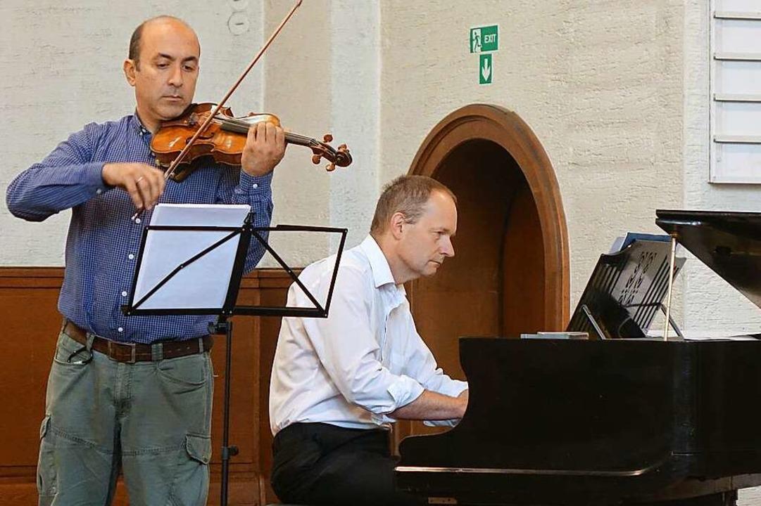 Giovanni Barbato (links) und Bernd Vogel bei den Marktmusiken    Foto: Roswitha Frey