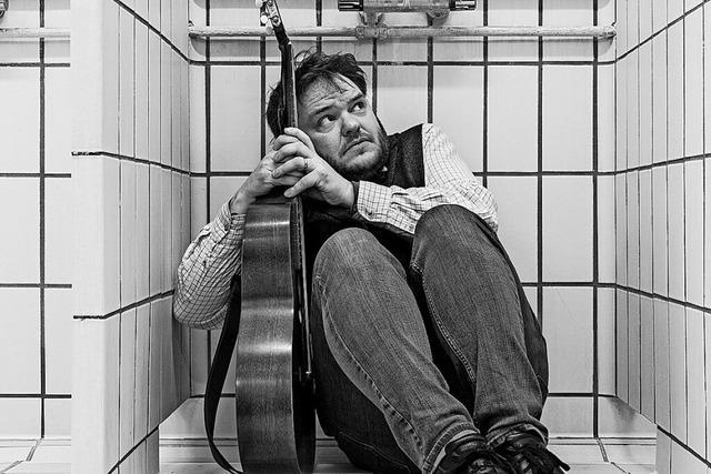 Absuder Humor und liebevolle Texte: Svavar Knutur spielt im Kulturaggregat