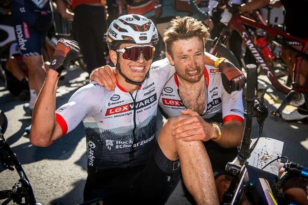 Einfach nur happy im Ziel beim Weltcup... Brandl (links) und Luca Schwarzbauer.    Foto: Lynn Sigel