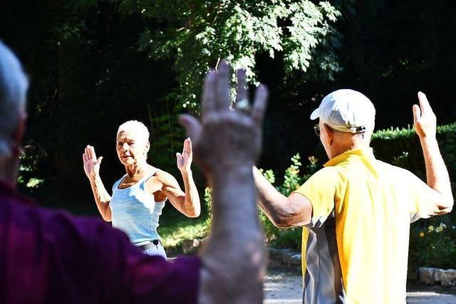 Senioren bewegen sich jeden Dienstag gemeinsam im Lörracher Rosenfelspark