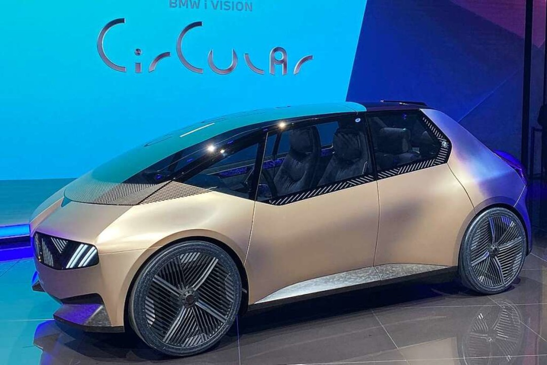 BMW zeigt mit der Studie iVision Circular  | Foto: Thomas Geiger (dpa)