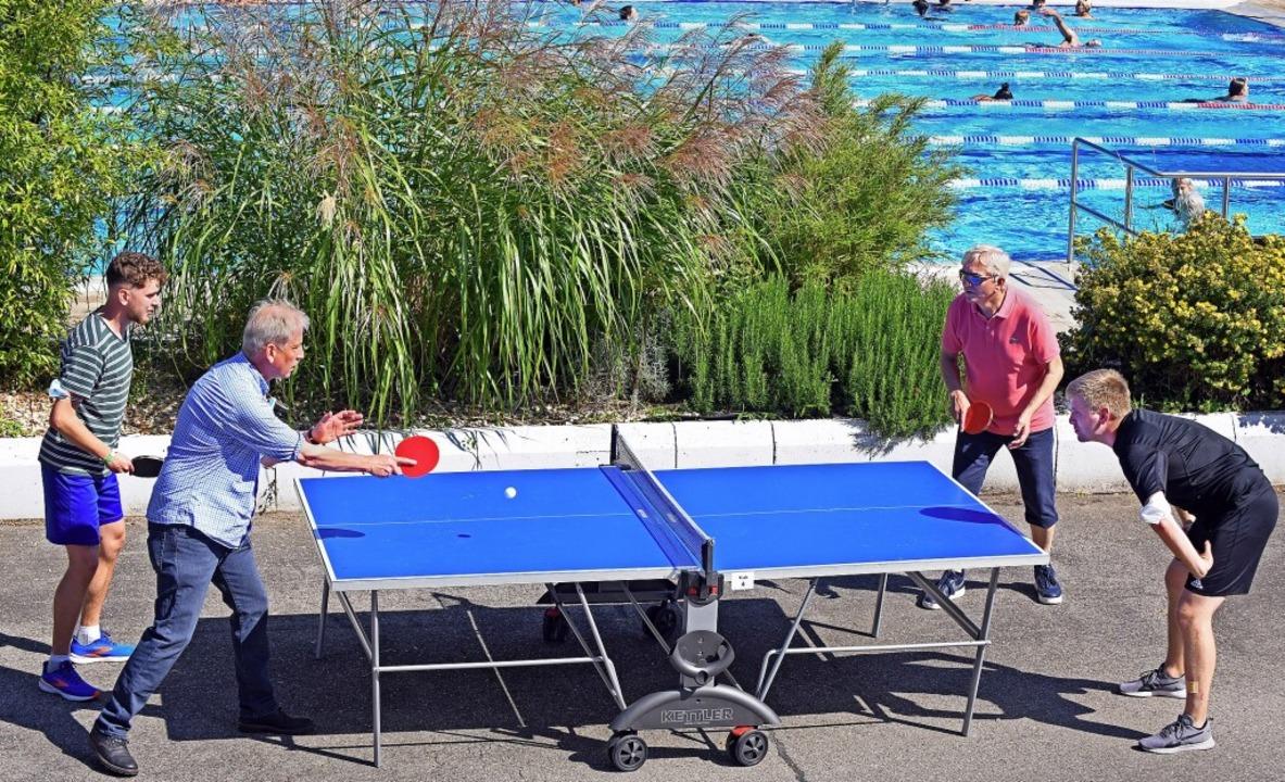 <BZ-FotoAnlauf>Benefizturnier:</BZ-Fot...beim Tischtennisturnier im Strandbad.   | Foto: Michael Bamberger