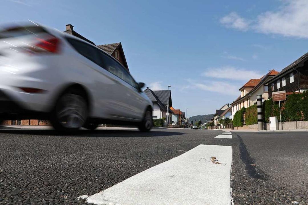 Der Verkehr auf der Bundesstraße ist sehr stark.    Foto: Christoph Breithaupt