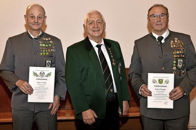 Vier Mitglieder erhielten die goldene Ehrennadel