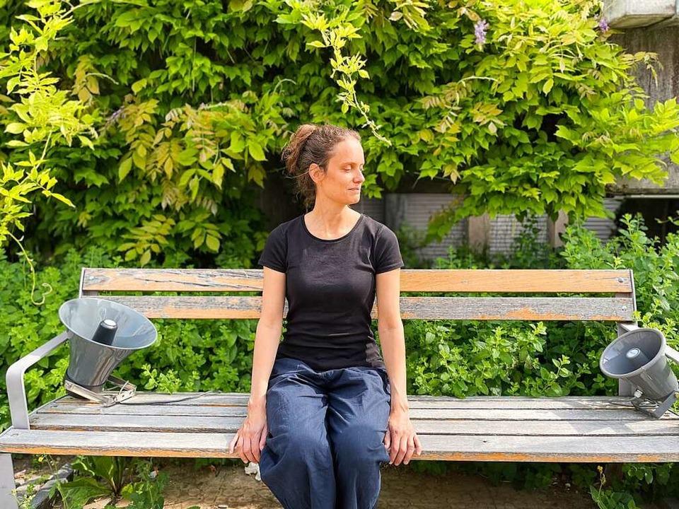 Cathy van Eck mit der Hörinstallation in Bisrfelden  | Foto: Anja Wernicke
