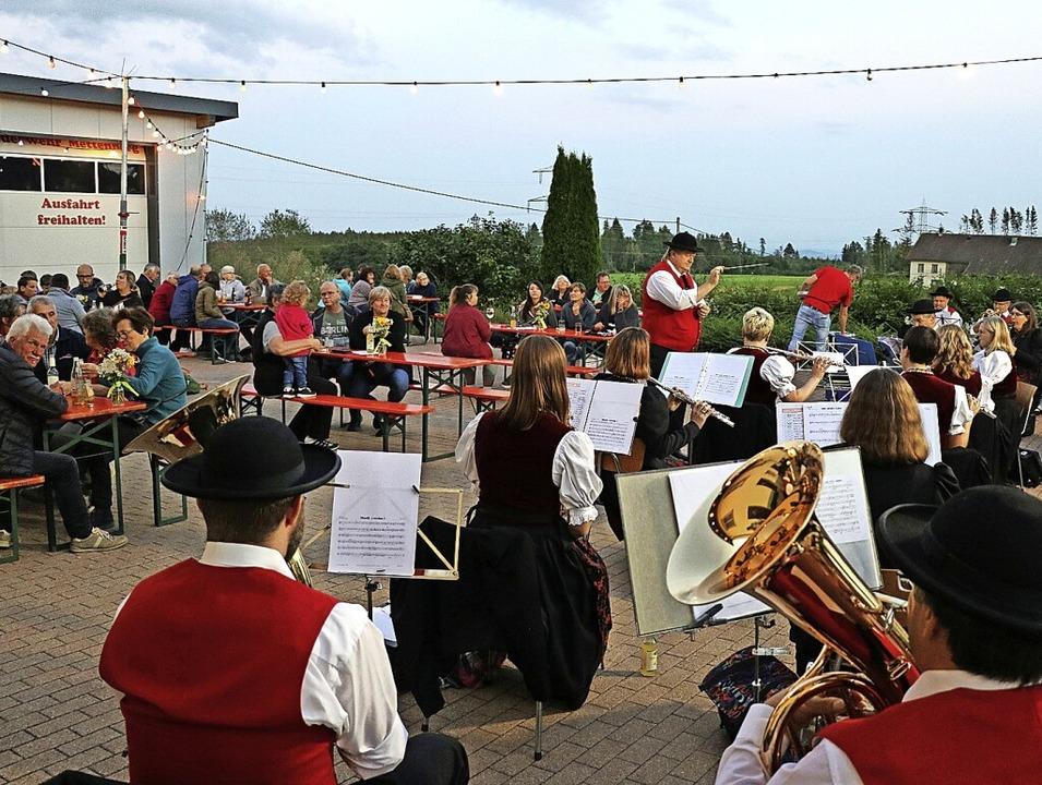 Das Publikum und die Musikerinnen und ...Auftritt in Mettenberg gleichermaßen.   | Foto: Dorothée Kuhlmann