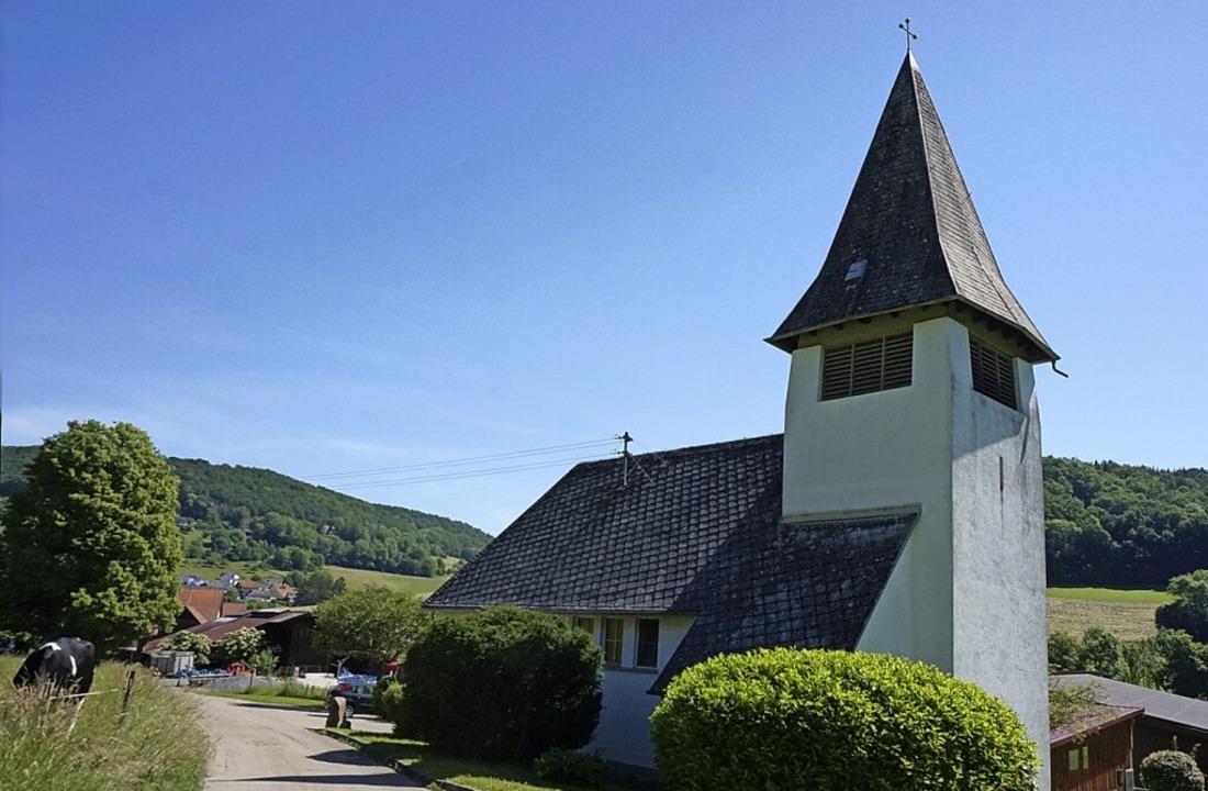 Blick auf die Maria Königin Kapelle: A...kt des kirchlichen Lebens in Detzeln.     Foto: Ursula Freudig