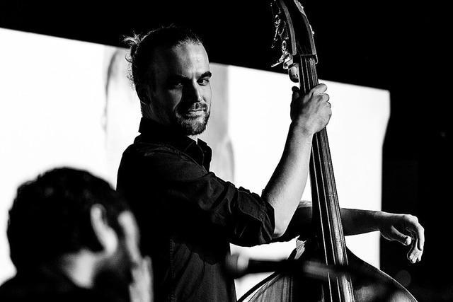 Das Trio Hutter/Sell/Prätzlich spielt ein Gartenkonzert mit jazzig arrangierten Rock- und Pop-Klassikern