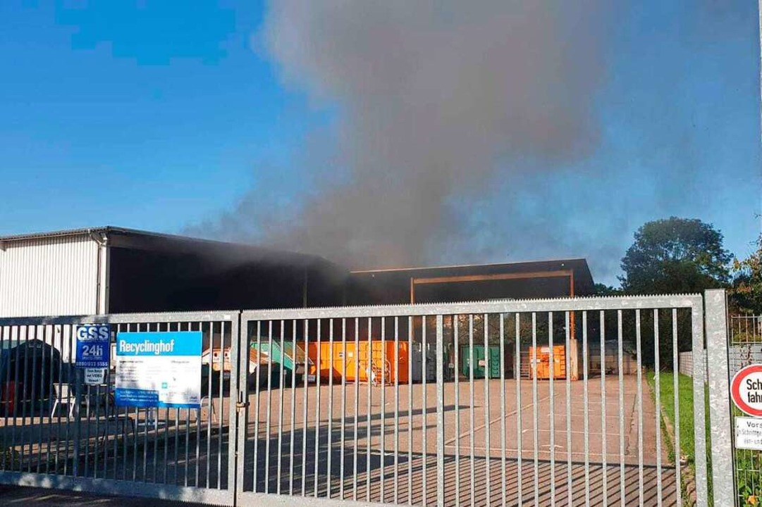 Auf dem Recyclinghof in Riegel ist ein Feuer ausgebrochen.    Foto: Michael Sträter