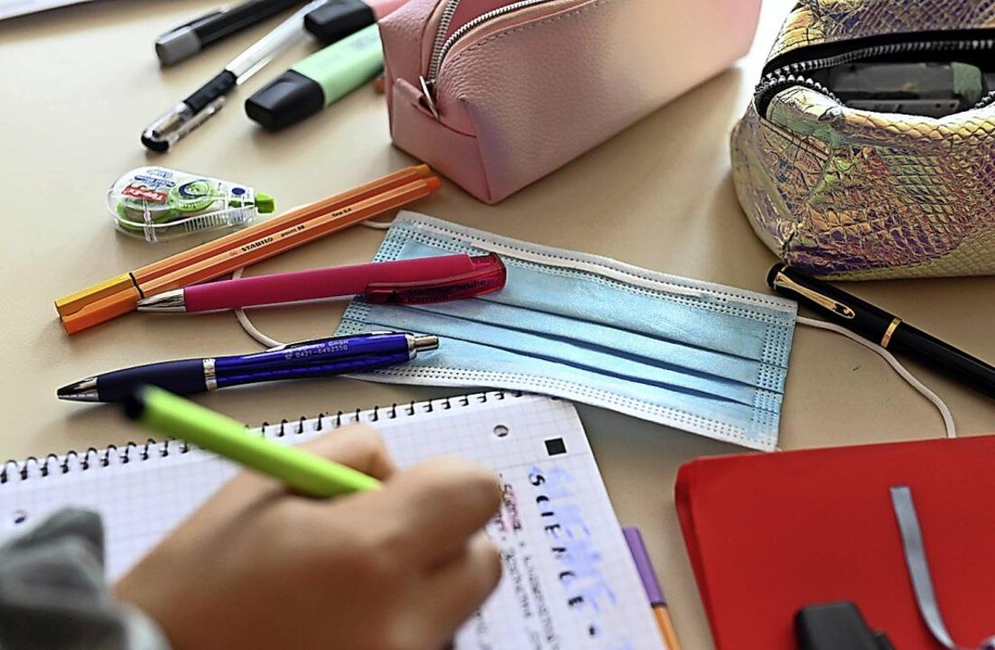 Die Stifte werden ab Montag wieder aus...nze Zeit lang zur Ausstattung gehören.  | Foto: Uli Deck (dpa)