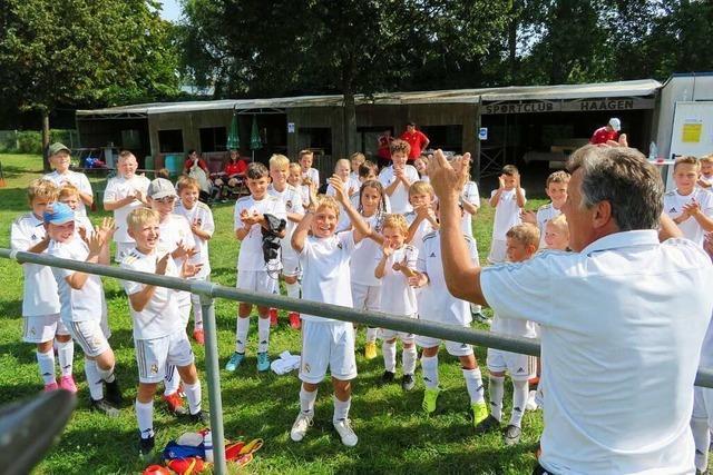 69 Kinder und Jugendliche trainieren in Lörrach bei der Fußballwoche von Real Madrid