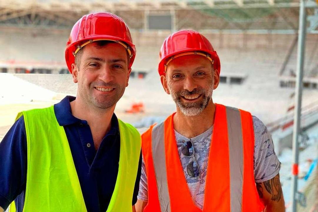 Daniel Fehrenbacher (links) und Thomas...f der Baustelle des neuen SC-Stadions.  | Foto: Privat
