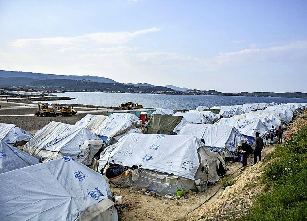 Im Lager Kara Tepe leben heute jene, die nicht auf Festland durften.  | Foto: Panagiotis Balaskas via www.imago-images.de