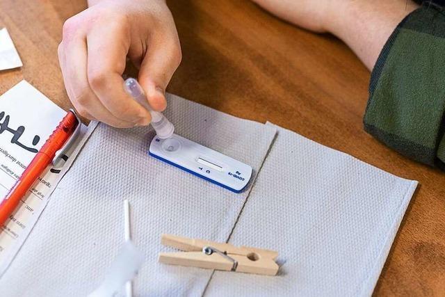 Ungeimpfte Lehrer und Kita-Beschäftigte müssen sich täglich testen