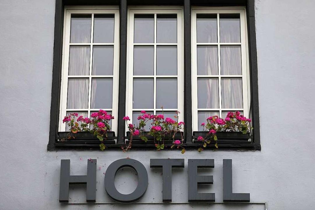 Die Hotels in Deutschland verzeichnete... Juli deutlich weniger Übernachtungen.  | Foto: Oliver Berg (dpa)