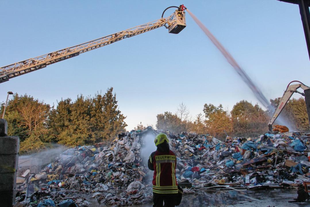 Auf dem Recyclinghof in Riegel ist ein Feuer ausgebrochen.    Foto: Ruth Seitz