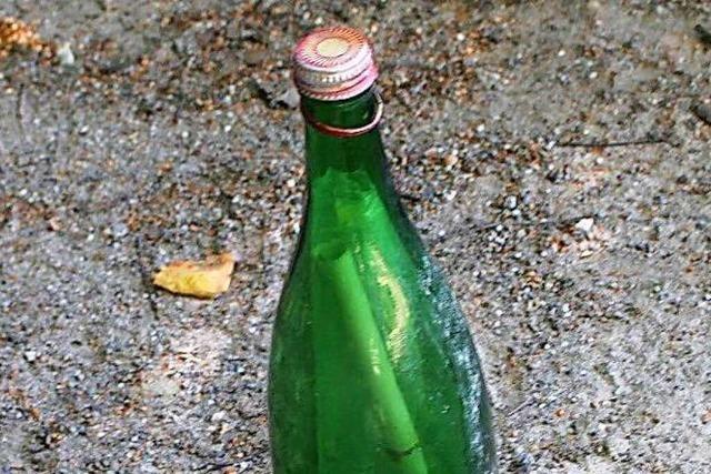 Flaschenpost aus dem Jahr 1977 im Rhein gefunden