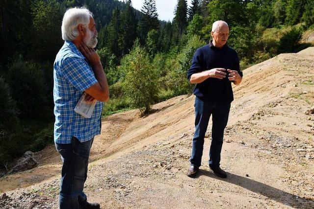 Umweltschützer zeigen belastetes Aufbruchmaterial bei Neuenweg
