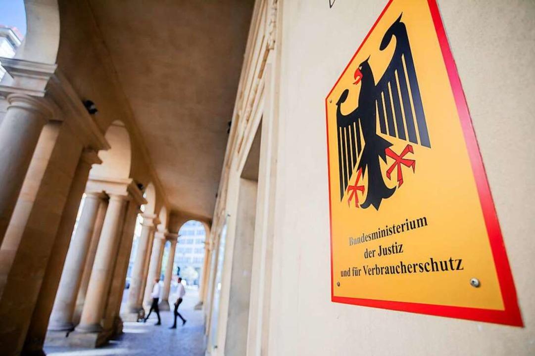 Das Bundesjustiz- und das Bundesfinanzministerium sind durchsucht worden.    Foto: Christoph Soeder (dpa)