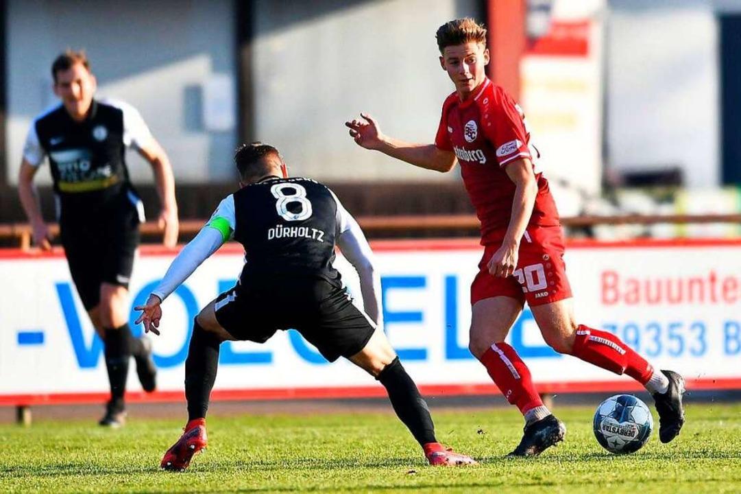 Großes Verletzungspech: Marco Bauer (r...en Bahlinger SC wohl längere Zeit aus.  | Foto: Achim Keller