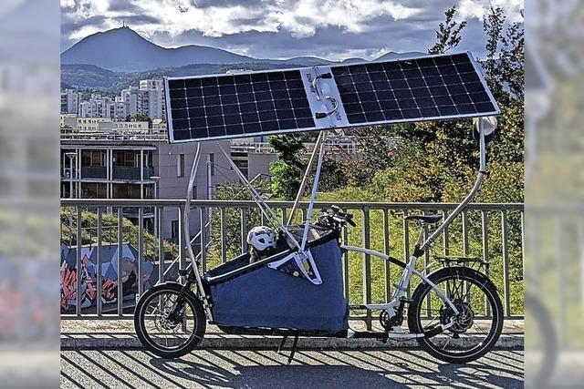 Ein Fahrrad mit Solarantrieb und Äpfel zum Nulltarif